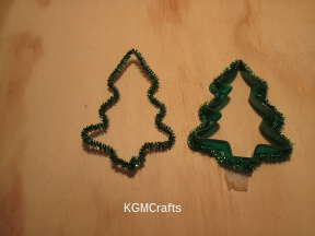 place pipe cleaner around cookie cutter