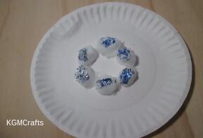 glue cotton in circle