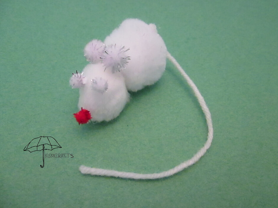 mouse made with pompoms