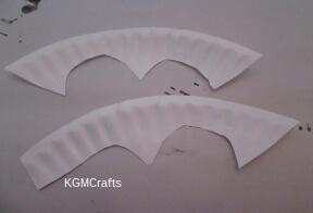 cut rim of paper plate