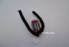 wrap pipe cleaner around candy